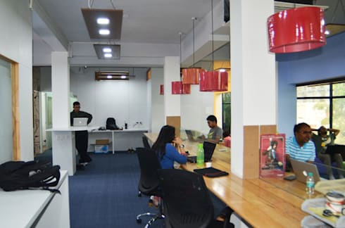 Commercial:  Office spaces & stores  by Designed Thoughts