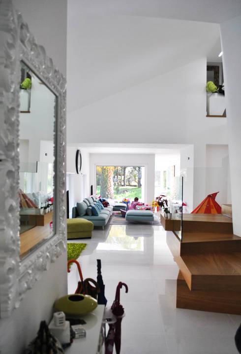 villaeffe: Soggiorno in stile in stile Moderno di Salvatore Nigrelli Architetto