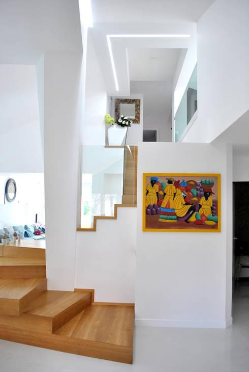 Pasillos y vestíbulos de estilo  por Salvatore Nigrelli Architetto