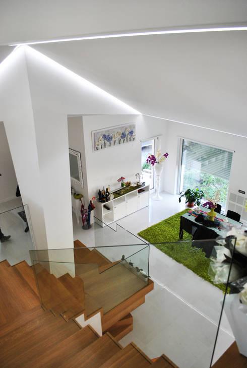 villaeffe: Sala da pranzo in stile  di Salvatore Nigrelli Architetto