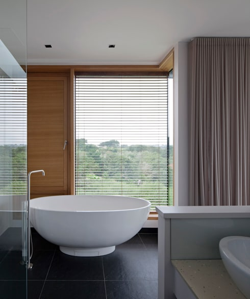 Couin de Vacque:  Bathroom by JAMIE FALLA ARCHITECTURE