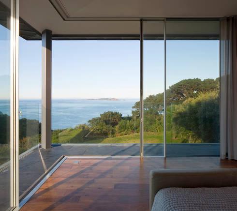 Couin de Vacque: modern Bedroom by JAMIE FALLA ARCHITECTURE