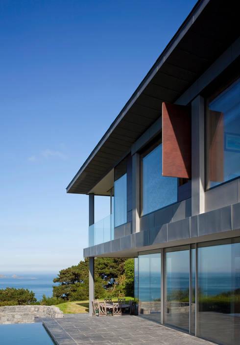 Couin de Vacque: modern Houses by JAMIE FALLA ARCHITECTURE