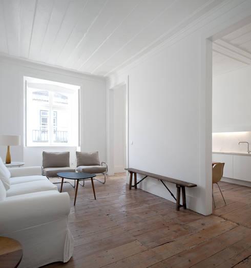 FANQUEIROS: Salas de estar clássicas por José Adrião Arquitectos
