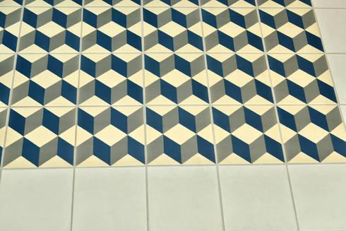 Deco Floor Tiles: classic Bathroom by Target Tiles