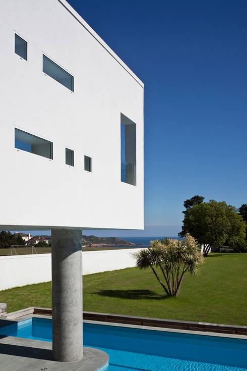 Le Foin Bas: modern Houses by JAMIE FALLA ARCHITECTURE
