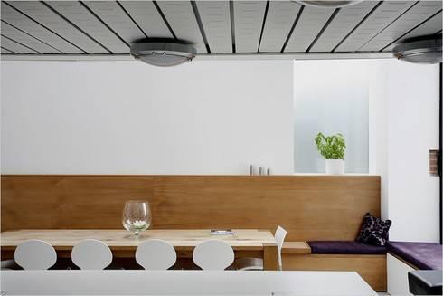 La Concha: rustic Dining room by JAMIE FALLA ARCHITECTURE
