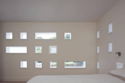 Le Foin Bas:  Walls by JAMIE FALLA ARCHITECTURE