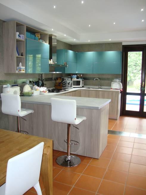 Cucina: Cucina in stile  di Studio di Architettura Brisca