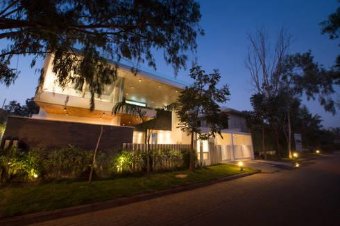 Residence at H2: modern Houses by Balan & Nambisan Architects