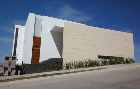Casa DV: Casas de estilo moderno por ze|arquitectura