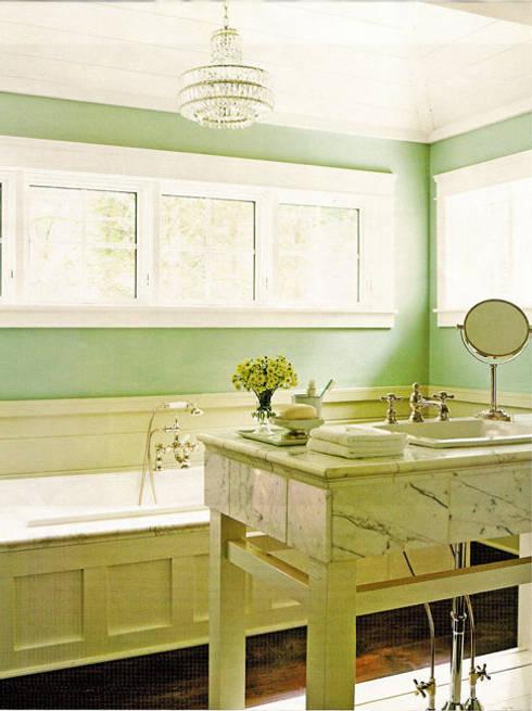 Banheiros clássicos por Schema Studio Limited