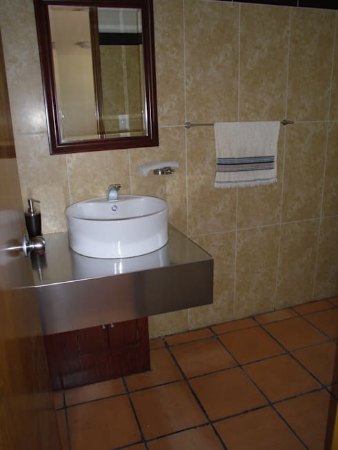 Remodelacion  y Restauracion Casa Lecheria: Baños de estilo  por JRK Diseño - Studio Arquitectura