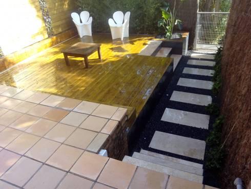 Jardin casa adosada: Jardín de estilo  de Naturalgreen Jardiners