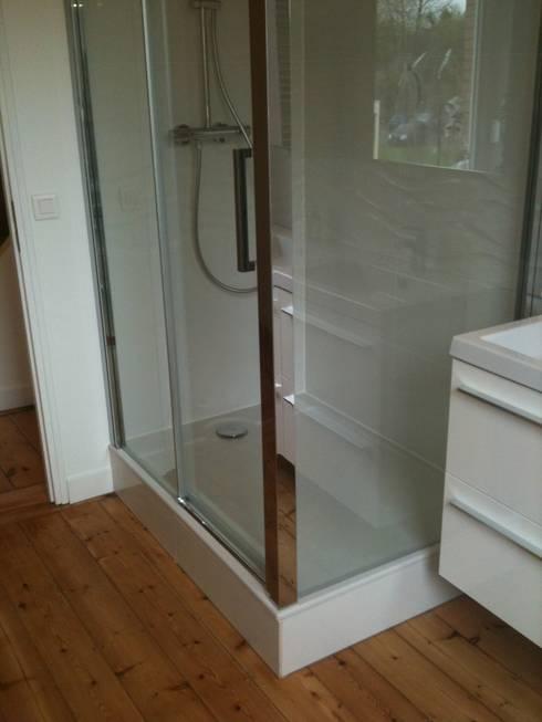 Bagno in stile  di  Elodie ROBOT Architecte d'intérieur