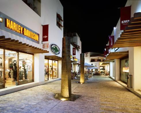 Paseo del Carmen:  de estilo  por Central de Arquitectura
