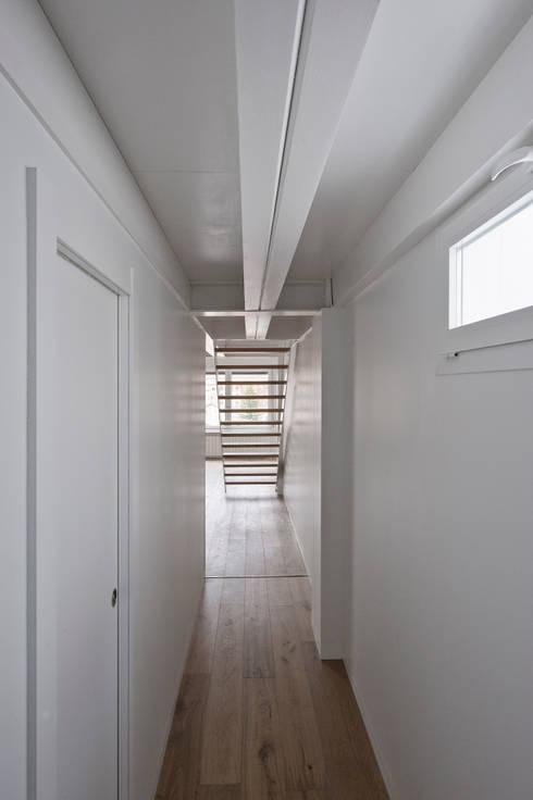 REFORMA DE VIEVIENDA EN PAMPLONA: Casas de estilo moderno de Garbisu arquitectos