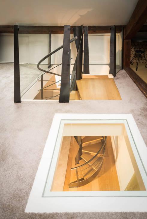 Projekty,  Korytarz, przedpokój zaprojektowane przez Atelier MaDe
