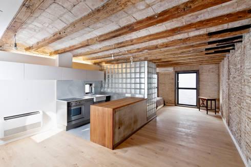 COCINA COMEDOR: Cocinas de estilo mediterráneo de Alex Gasca, architects.