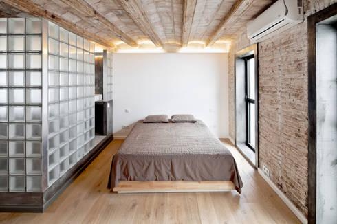 HABITACION: Dormitorios de estilo mediterráneo de Alex Gasca, architects.