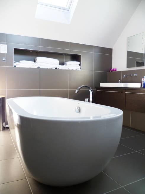 Baños de estilo  de Capra Architects