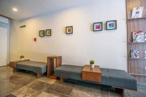 BANCAS SOCIALES: Vestíbulos, pasillos y escaleras de estilo  por ESTUDIO TANGUMA