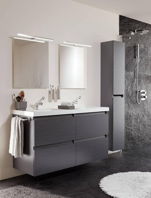 Mueble Pizarra con lavabo de resina con dos senos y cuatro cajones 120cm x 45cm de profundidad x 69cm altura.: Baños de estilo moderno de Sánchez Plá