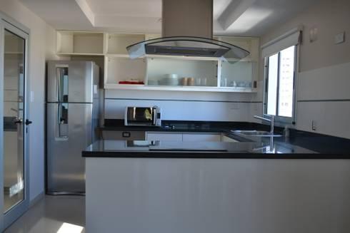 Departamentos de categoria: Cocinas de estilo moderno por Edificios Alaro