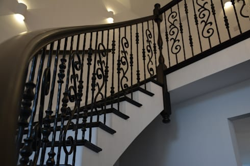 Metal Spindles: classic Corridor, hallway & stairs by Sovereign Stairs