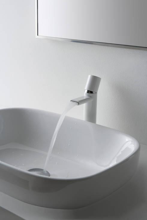 Linea NANOTECH di Treemme Rubinetterie: Bagno in stile  di rubinetterie3m