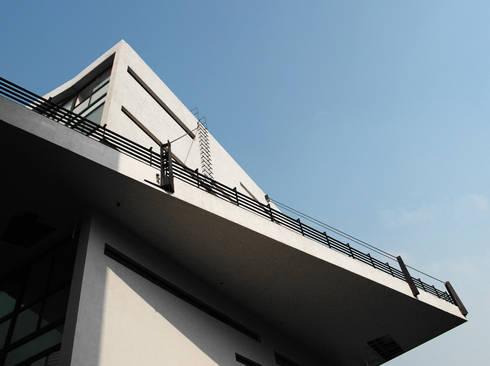 4 Casas LCC: Casas de estilo moderno por Gaeta Springall Arquitectos