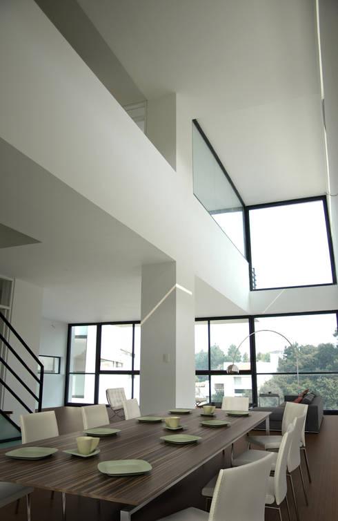 4 Casas LCC: Comedores de estilo moderno por Gaeta Springall Arquitectos