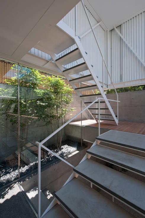 Corridor & hallway by Yaita and Associaes