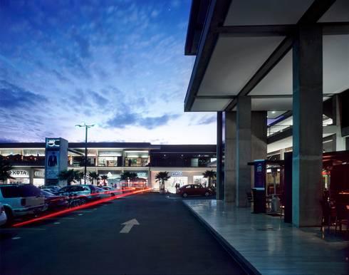Urban Center Jurica:  de estilo  por Central de Arquitectura