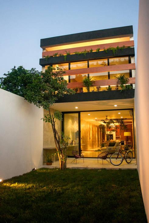 Hogar de estilo  por Desnivel Arquitectos