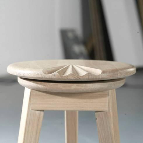 Banco Flamenco: Sala de jantar  por Maria Bruno Neo   Product Designer