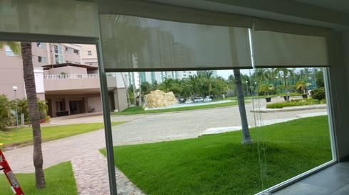 Persiana enrollable: Puertas y ventanas de estilo moderno por Arquiindeco
