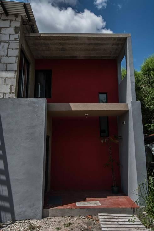 Vera: Casas de estilo moderno por Proa consultorio de arquitectura