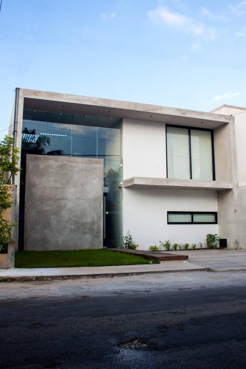 OFICINA MATATENA: Oficinas y tiendas de estilo  por Desnivel Arquitectos