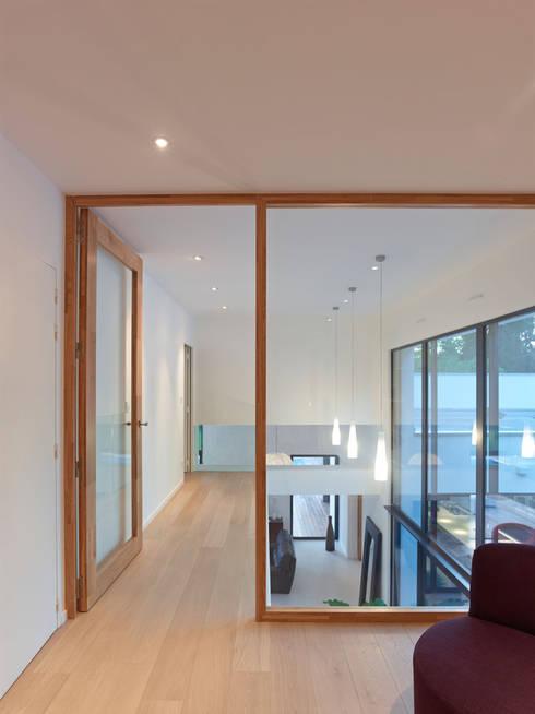 """L'esprit """"ouvert"""": Maisons de style de style Moderne par ATELIER D'ARCHITECTURE ET D'URBANISME MARTIAL"""