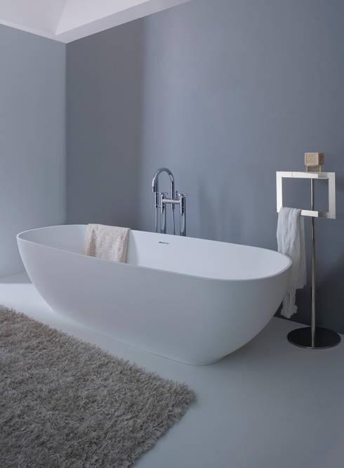 Vasca Aqua : Bagno in stile  di arlexitalia
