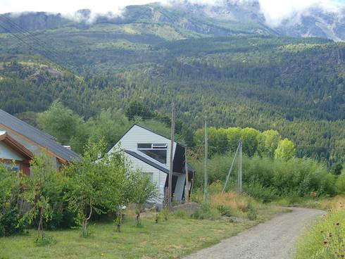 CASA ROBER: Casas de estilo moderno por JAARQ