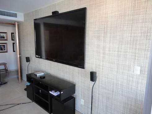 Tapicería de pared: Paredes y pisos de estilo moderno por Arquiindeco