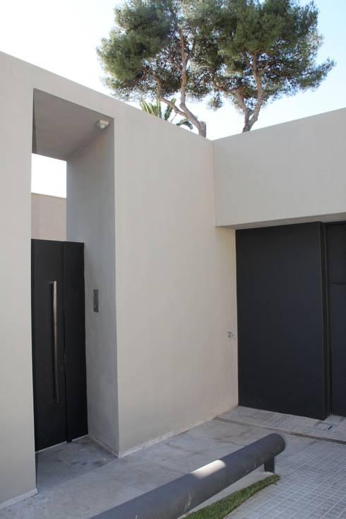 masia en barcelona :  de estilo  de BARBER - RENTERIA Arquitectos