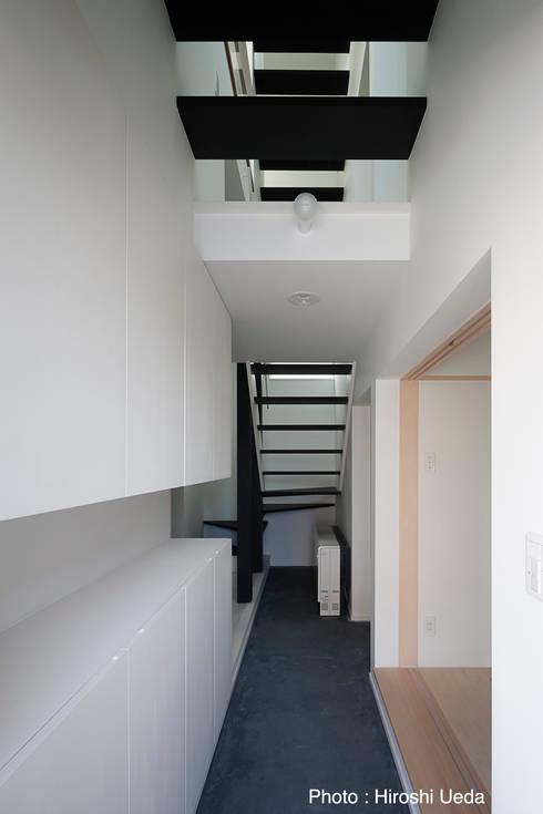 玄関ホール: 石川淳建築設計事務所が手掛けた廊下 & 玄関です。