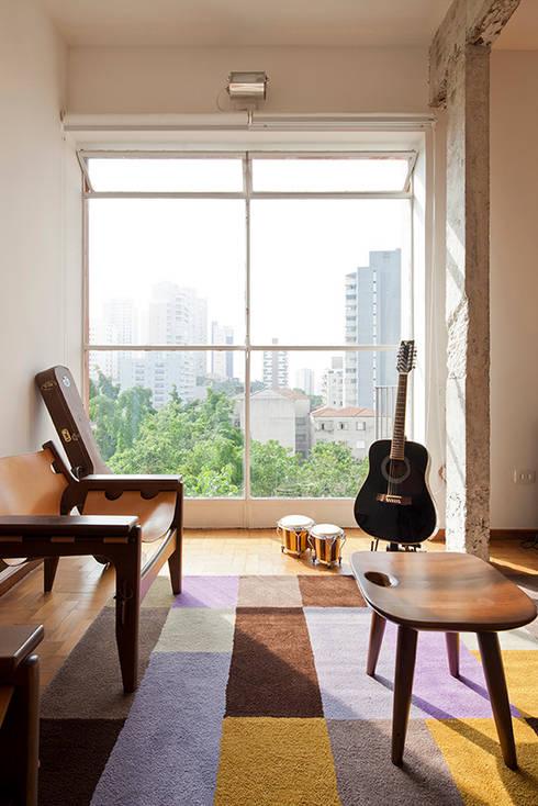 Salas / recibidores de estilo ecléctico por Zoom Urbanismo Arquitetura e Design