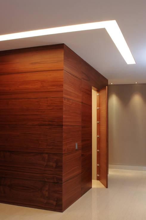 Hall Recámaras: Pasillos y recibidores de estilo  por ArquitectosERRE