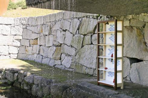 Koi shelf: Escritório  por Maria Bruno Neo | Product Designer