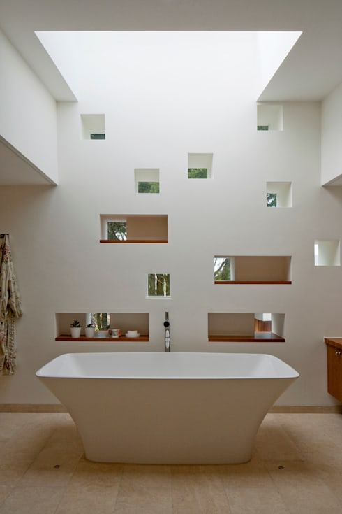 Jersey House :  Bathroom by Hudson Architects