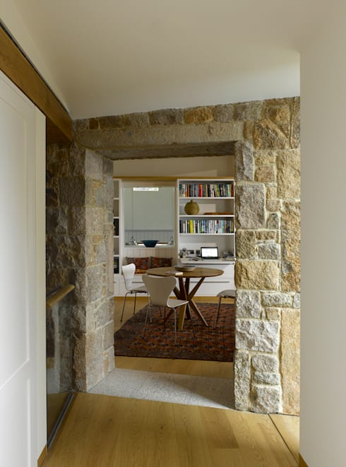 Jersey House :  Dining room by Hudson Architects